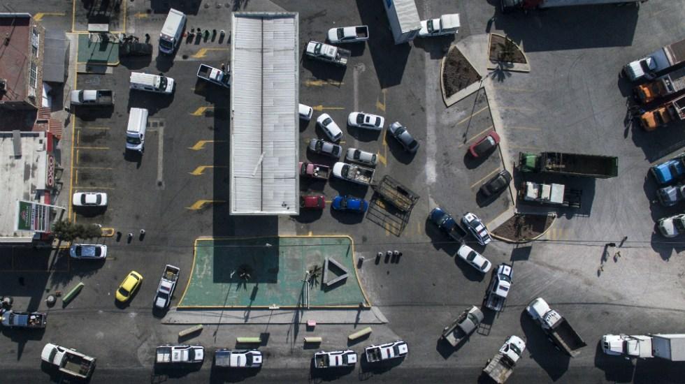 Se mantienen este sábado filas kilométricas en gasolineras de México - Foto de AFP