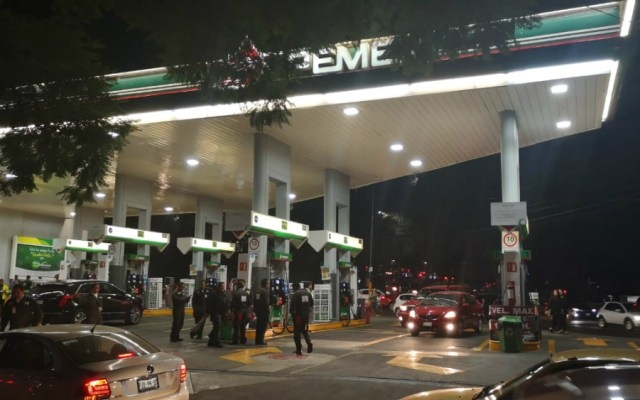 Gobierno capitalino exhorta a no hacer compras de pánico de combustible - Foto de López-Dóriga Digital