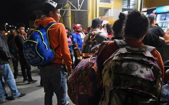 Hondureños comienzan a reunirse para partir en nueva caravana migrante - Migrantes en Honduras. Foto de Orlando Sierra/AFP