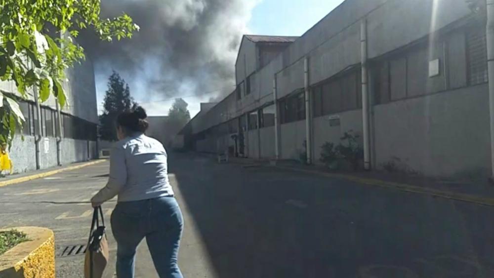 Bomberos contienen incendio en fábrica de estopa en la GAM - Foto de Quadratín
