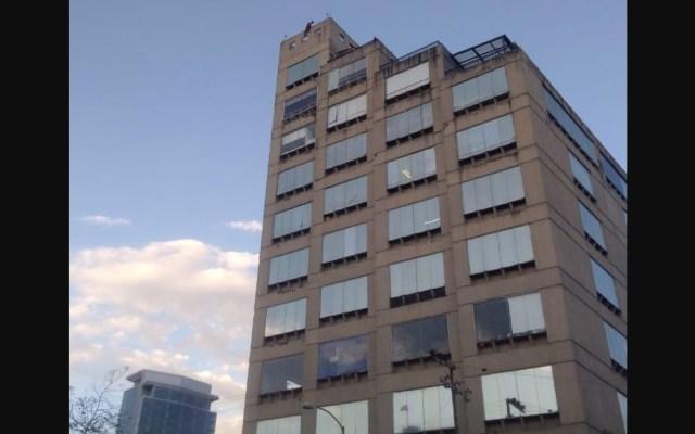 Frustran intento de suicidio en Avenida Revolución - Foto de 24 Horas