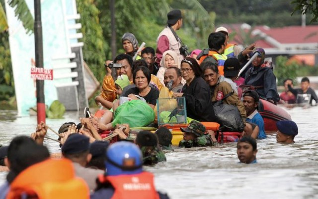 Inundaciones dejan 59 muertos en Indonesia - Foto de AP