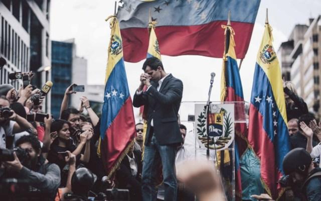 Guaidó reta a Maduro y dice que embajada de EE.UU. seguirá abierta - Foto de @jguaido