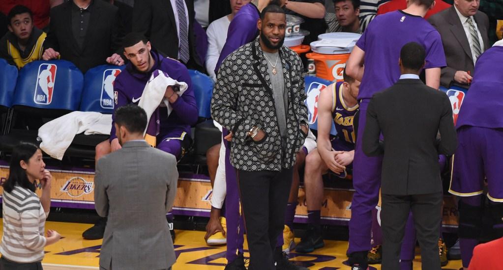 LeBron James continuará de baja al menos tres días por lesión - Foto de AFP