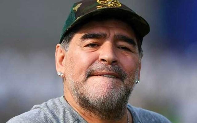 Maradona regresa tras operación y espera a Dorados en el AICM - Foto de Twitter