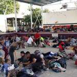 Caravana migrante llega a Oaxaca - Foto de @VAyuuk