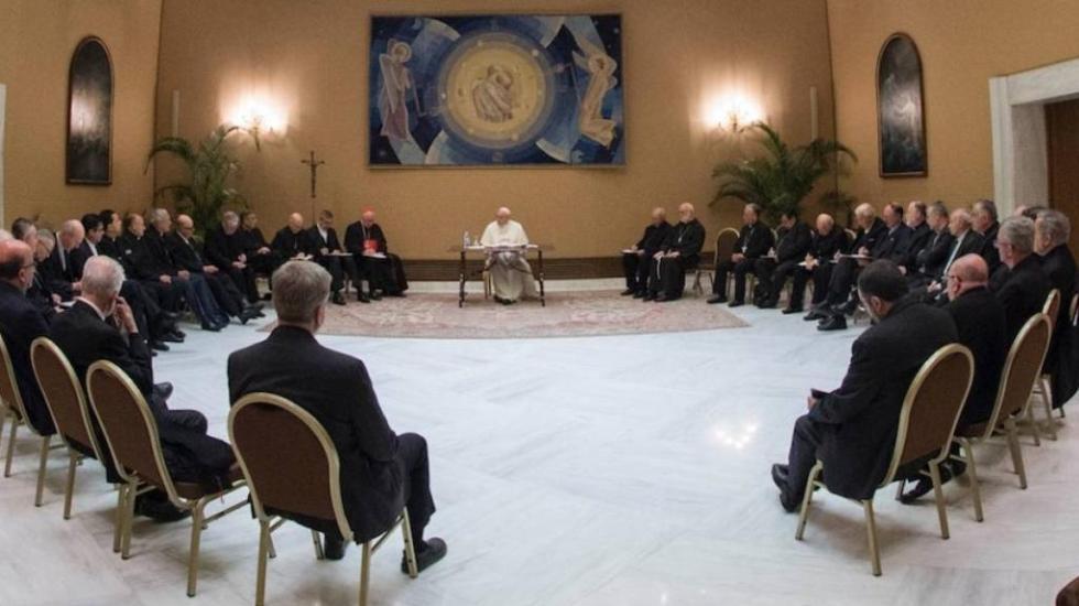 El papa se reúne con obispos chilenos tras escándalo de pederastia - papa francisco reunión obispos