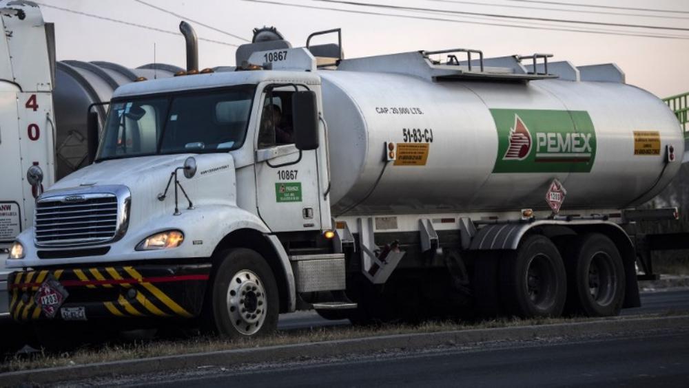 Llega gasolina a terminal de Azcapotzalco para surtir a capitalinos. Noticias en tiempo real