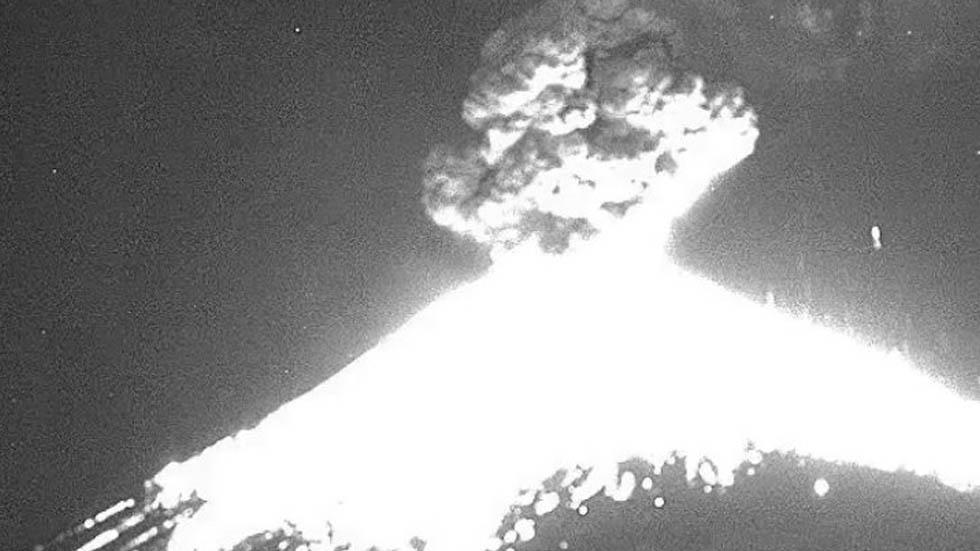 Se registra fuerte explosión en el Popocatépetl