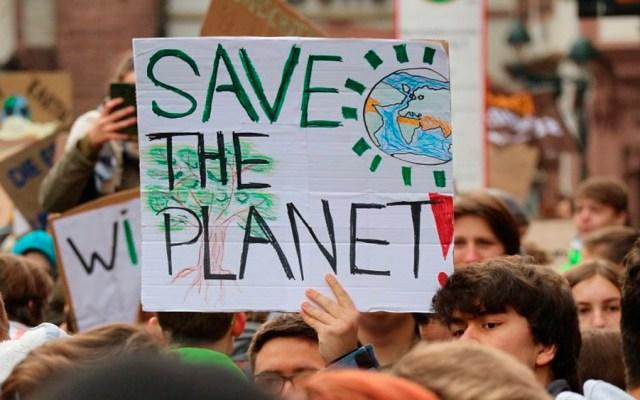 ONU pide que COVID-19 no sea excusa para reducir política ambiental - protesta cambio climático