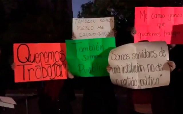 Trabajadores del gobierno federal protestan en Palacio Nacional