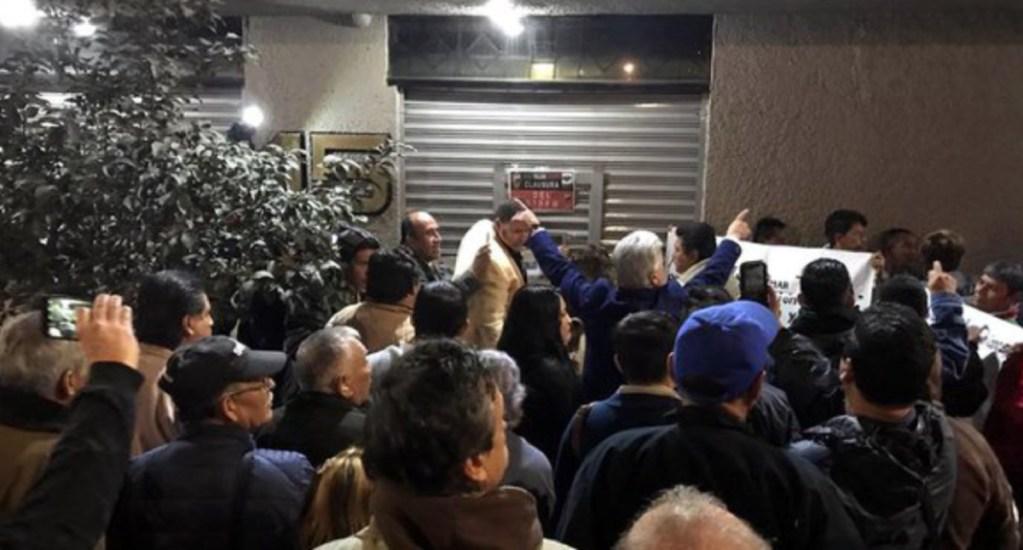 Protestan contra Romero Deschamps en sede del sindicato petrolero - protestas romero deschamps stprm