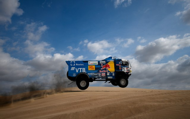 #Video Expulsan a piloto ruso del Rally Dakar por atropellar a espectador - Foto de AFP