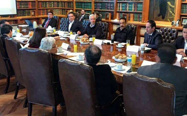 Gobernadores se reúnen con Gobierno Federal por desabasto de gasolina - Reunión de gobernadores con el Gobierno Federal por desabasto de gasolina. Foto de @omarfayad