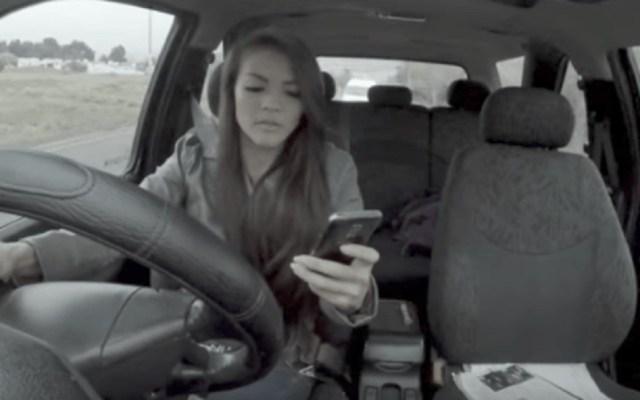 #Video Campaña muestra el lado serio de mensajear y conducir - Riesgos de manejar. Captura de pantalla