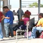 Entregan tarjeta humanitaria a 969 miembros de caravana migrante - entregan tarjeta humanitaria a caravana migrante