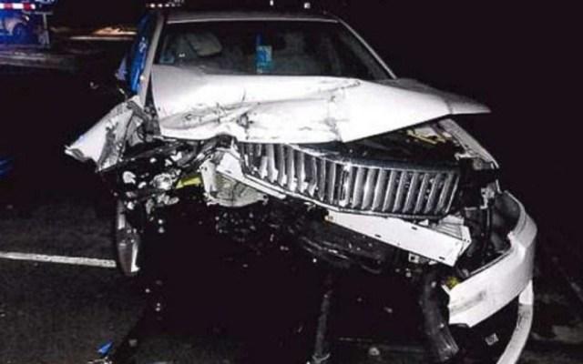 #Video Rescatan a mujer antes de que su auto fuera impactado por un tren - tren arrolla automóvil de conductora de 96 años