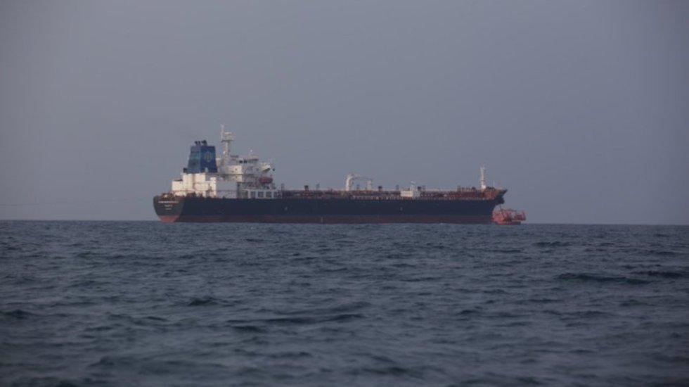 Descargan 350 mil barriles de combustible en Veracruz - Buque en Tuxpan. Foto de internet.