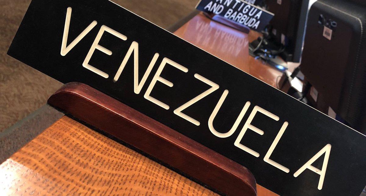 [VIDEO] Partidarios y detractores de Maduro se enfrentan en embajada de Venezuela