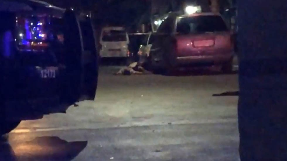 Comando armado ejecuta a siete hombres en Cancún - Víctimas de ataque armado en Cancún. Captura de pantalla
