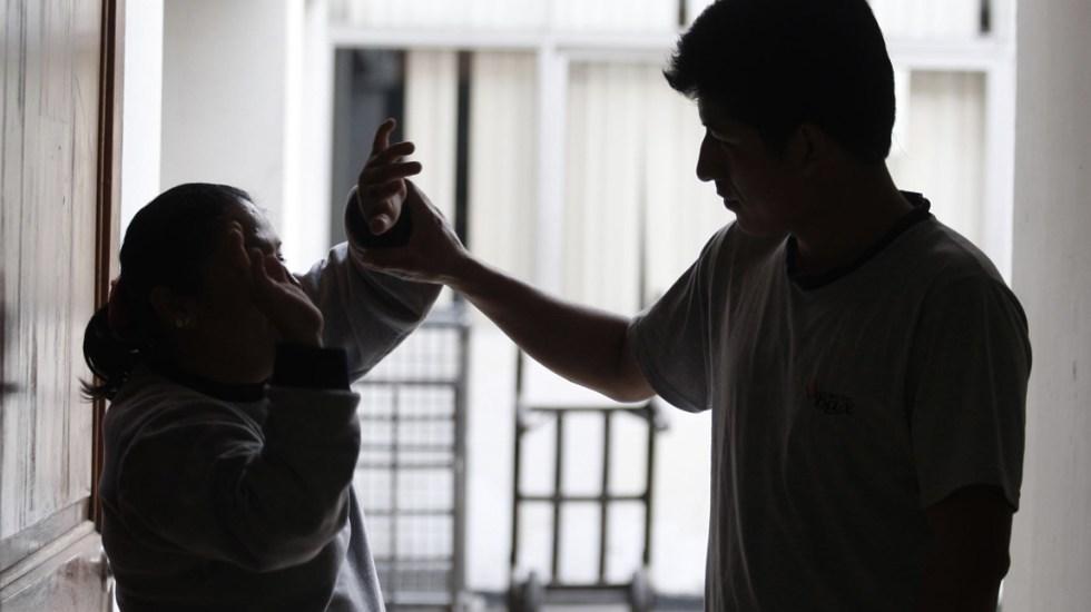 Más de la mitad de mujeres muertas en 2017 fueron asesinadas por sus parejas o familia - Foto de Andina