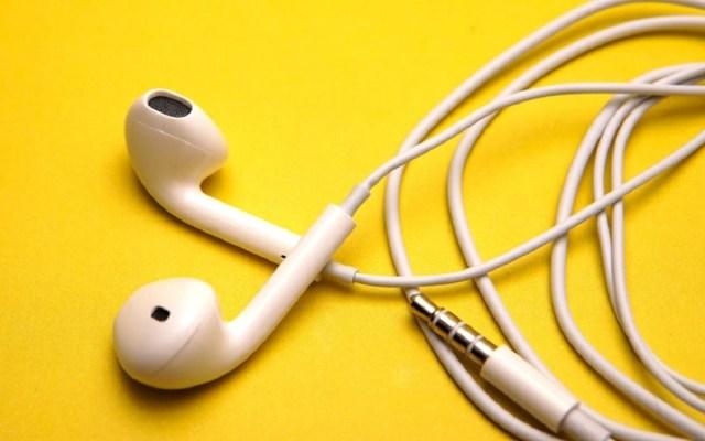 OMS emite reglamento sobre volumen de sonido en aparatos - Audífonos. Foto de Getty Images