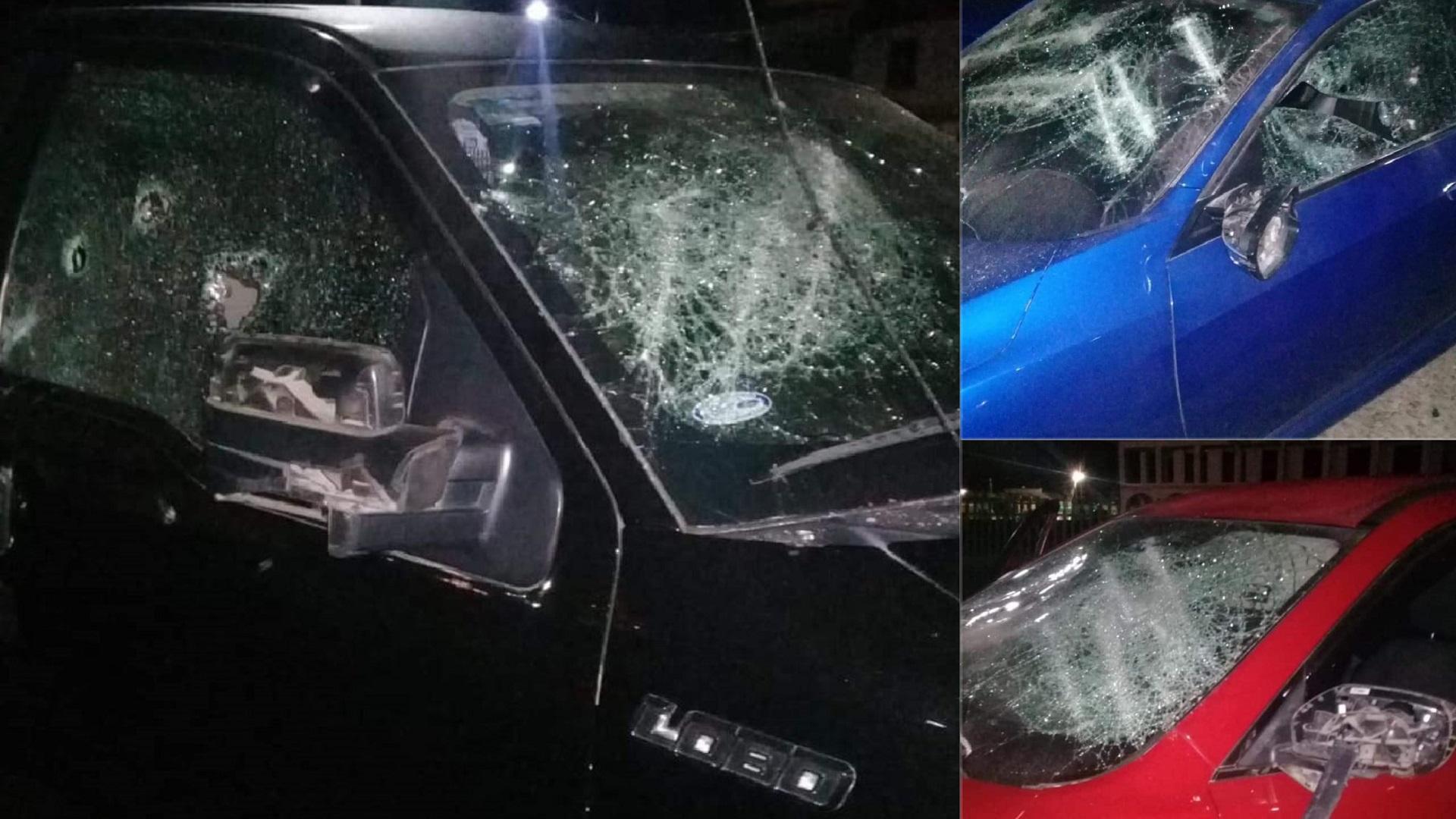 Autos vandalizados por ambientalistas. Foto de @LaPortadaCh