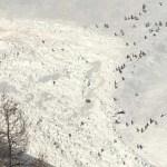 Avalancha sepulta a varios esquiadores en Suiza - Avalancha en Suiza. Foto de @Corriere