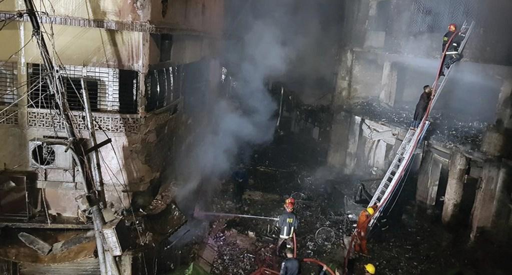 #Video Incendio deja al menos 45 muertos en Bangladesh - Foto de @BreakingItalyNe
