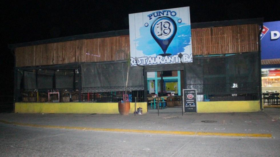 Comando dispara contra clientes de bar en Puerto Vallarta y mata a mujer - Foto de Quadratín