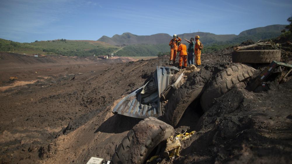 Sube a 121 el número de muertos por desastre minero en Brasil - Foto de AFP