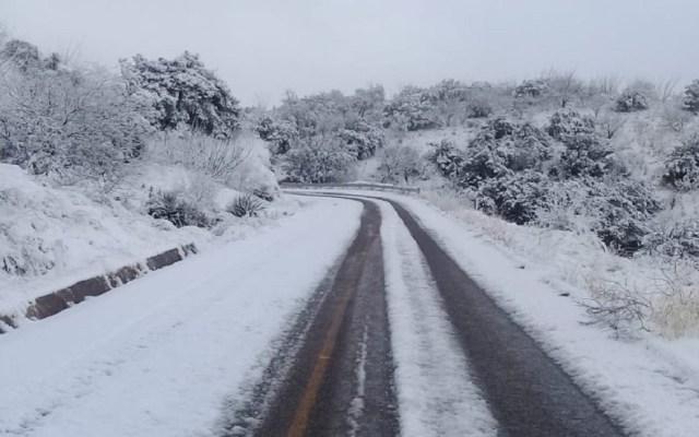 Suspenden clases en Sonora por nevadas - Carreteras cubiertas de hielo por nevada. Foto de @uepcsonora