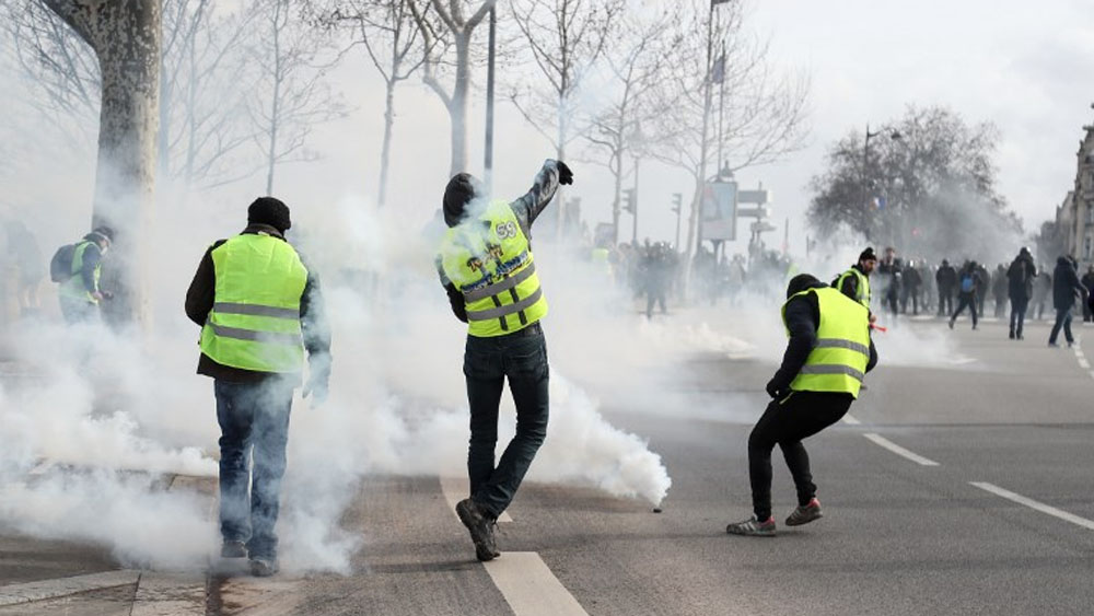Manifestante pierde mano durante protesta de chalecos amarillos - Foto de Zakaria ABDELKAFI / AFP