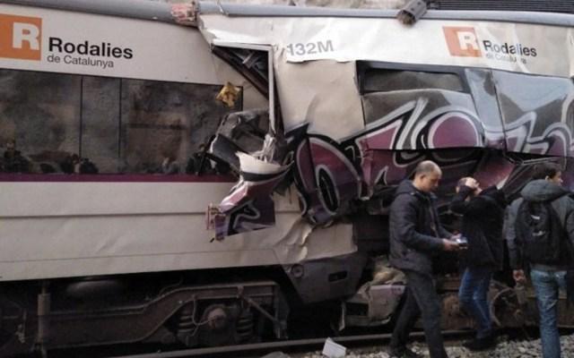Al menos un muerto y 95 heridos por accidente de trenes en Barcelona - Foto de @FranceNews24