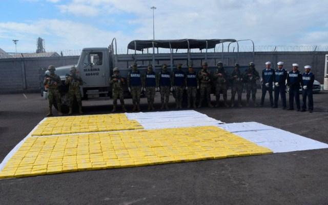 Semar asegura embarcación con 630 kilos de cocaína en Sinaloa - Foto de @SEMAR_mx