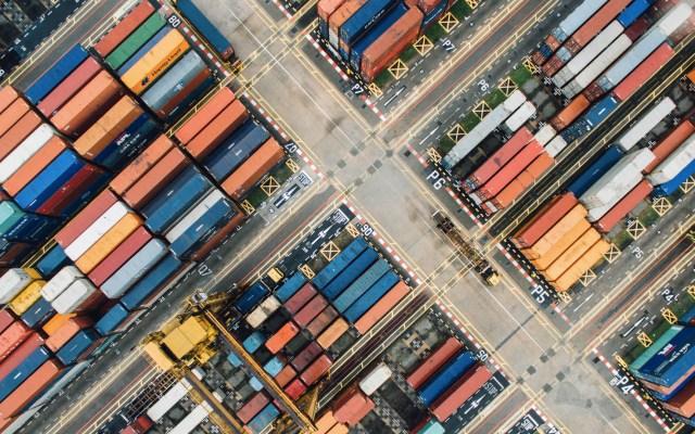 T-MEC entraría en vigor el primer semestre de 2020, anuncia Márquez Colín - Foto ilustrativa de contenedores de mercancía. Foto de Chuttersnap para Unsplash