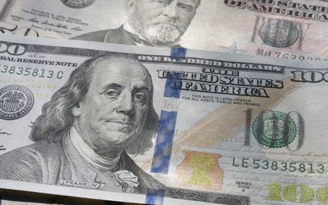 Dólar se vende en 19.56 pesos, cuatro centavos más que ayer - Foto de @imagefactory