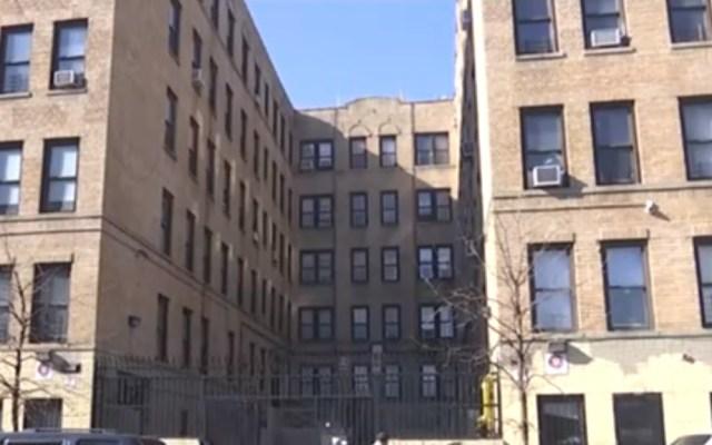 """Nueva York advierte """"grandes multas"""" a caseros que no hagan reparaciones - Edificio boletinado para reparaciones. Captura de pantalla"""