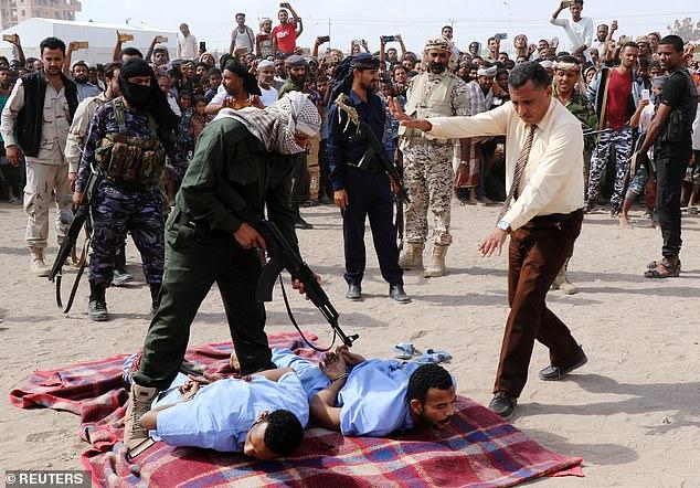 Momentos antes de la ejecución en Yemen. Foto de Reuters