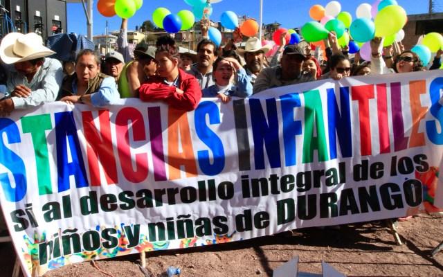 Protestan por Estancias Infantiles en evento de López Obrador - Protestan por Estancias Infantiles en evento de López Obrador