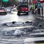 Se registra fuerte fuga de agua en Eje 8 Sur y Calzada de la Viga - Foto de Excélsior