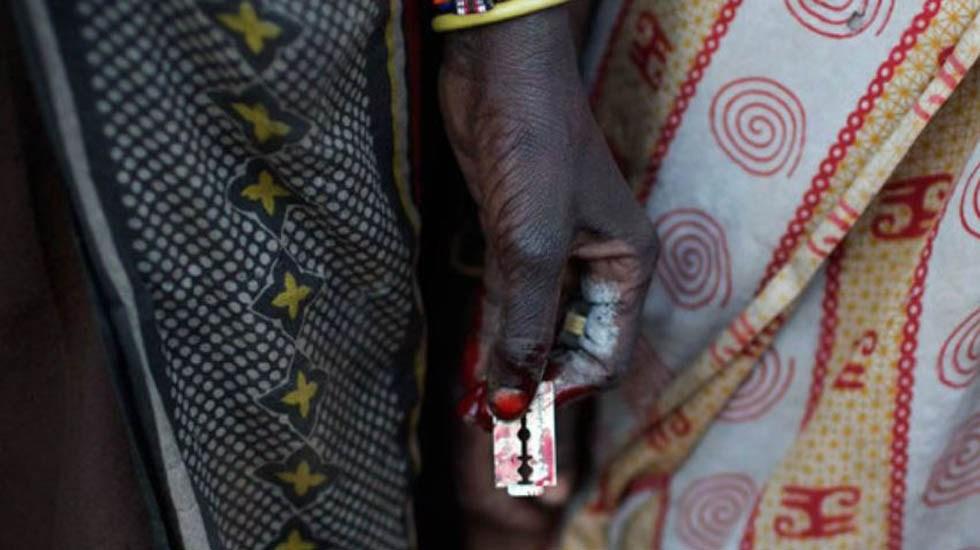 La mutilación genital femenina - Hojilla con la que se realiza la mutilación genital femenina. Foto de Reuters