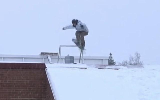 #Video Aparatosa caída de un snowboarder en Finlandia - Foto de captura de pantalla
