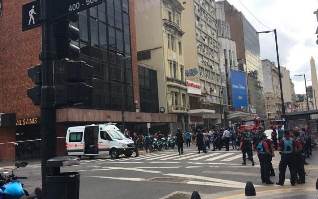 Incendio en hotel de Buenos Aires deja un muerto y más de 50 heridos - Foto de @PuellVinals