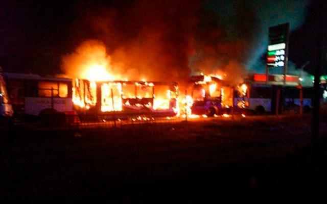 Lanzan bombas molotov a unidades del Mexibús en Ecatepec - Foto de Milenio