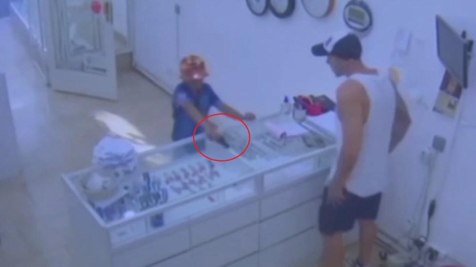 #Video Niño intenta asaltar en joyería con pistola falsa - Intento de asalto en joyería. Captura de pantalla