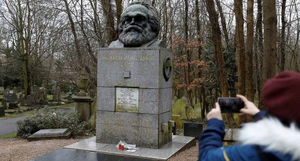 Vandalizan tumba de Karl Marx en Londres - Foto de AFP
