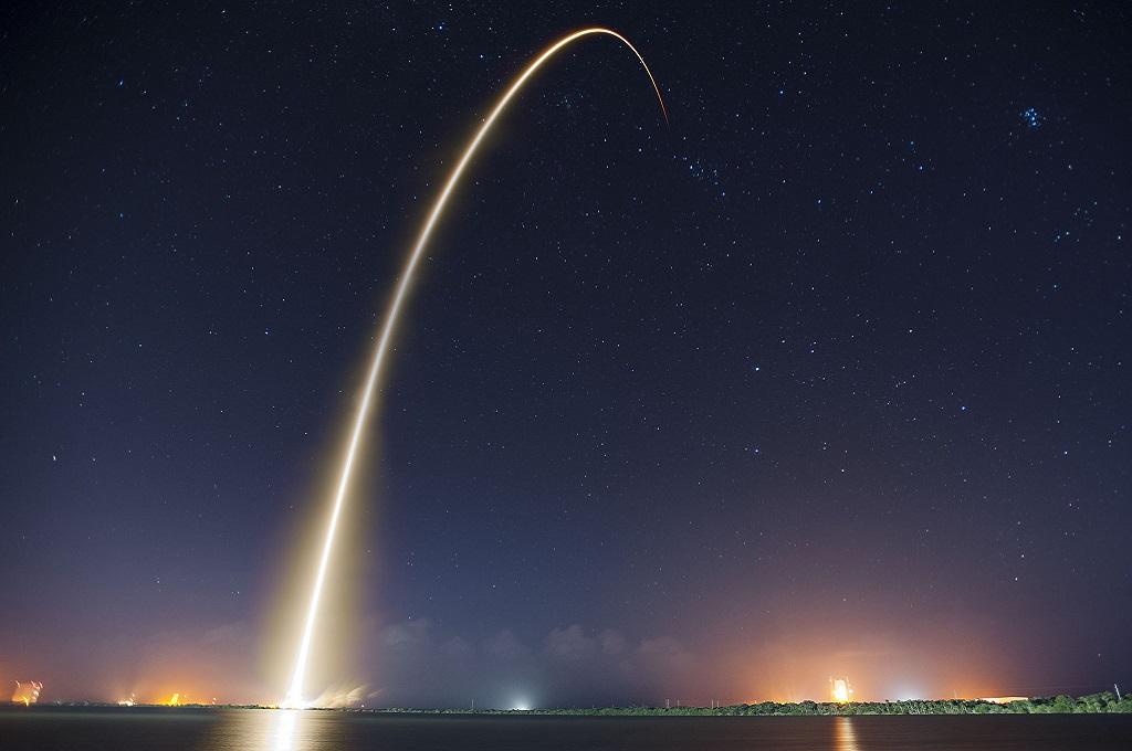 Lanzamiento de Falcon 9 con cápsula Crew Dragon en septiembre de 2014. Foto de @spacex (Flickr)