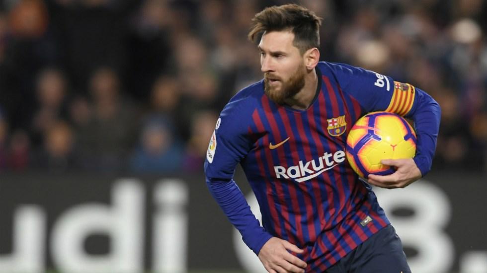 Messi sale lesionado del partido ante el Valencia - Foto de AFP
