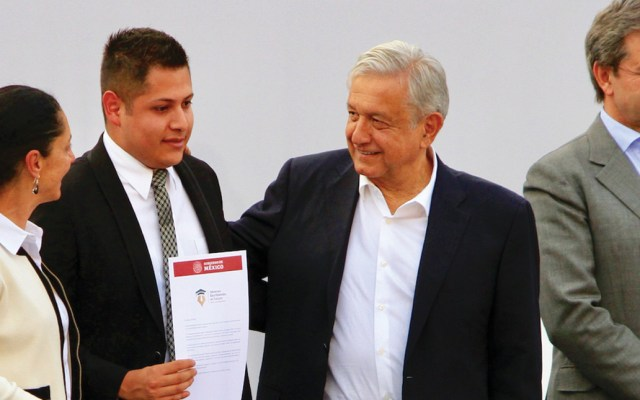 """""""No va a faltar presupuesto para la educación"""": López Obrador - Foto de Notimex"""